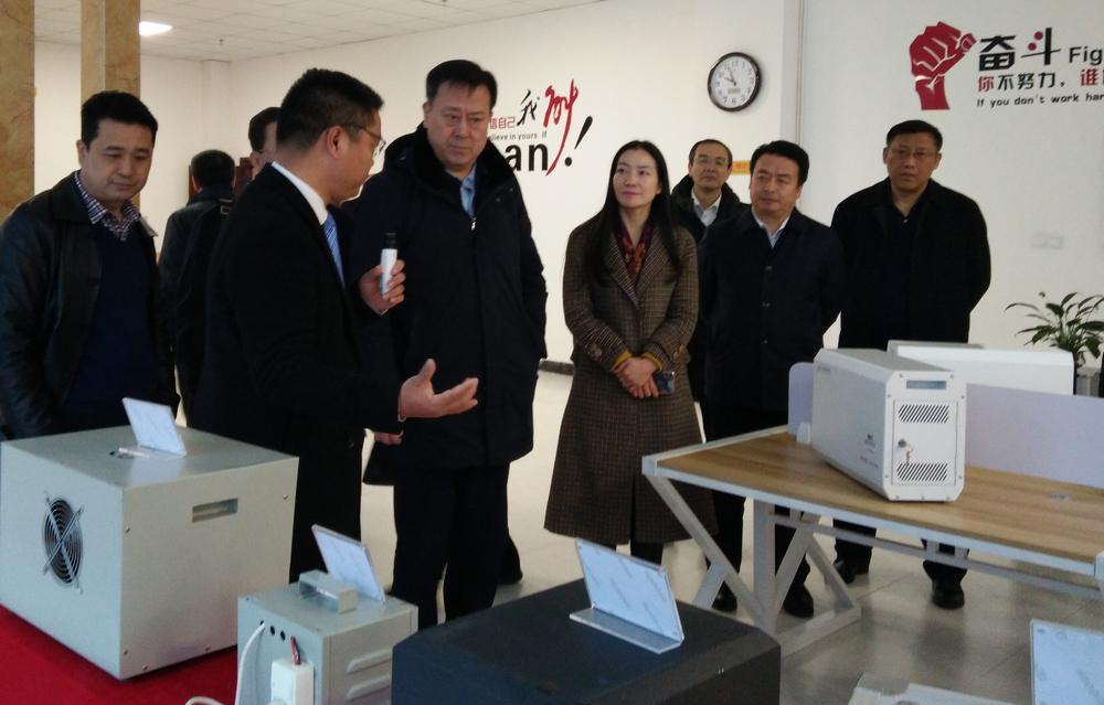 遼寧省人大副主任孫軼在小快智造產品展示區.jpg